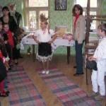 Deti pri prezentácii ľudových tradícií